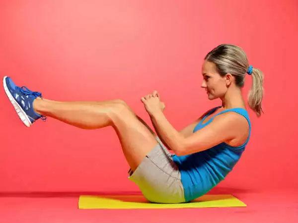 <p> Crunches là bài tập phổ biến nhất để giảm mỡ bụng. Trong thực tế, nó là một trong những bài tập tốt nhất để làm phẳng bụng, ngoài ra crunches còn giúp tăng cường cơ bắp. Trước tiên, hãy nằm thẳng sao cho lưng và mông áp sát mặt đất. Gập người lên không quá cao sao cho lưng vẫn chạm đất, đồng thời hướng hai chân lên phía trên và hít sâu. Sau đó, hạ người về vị trí cũ và thở ra.</p>