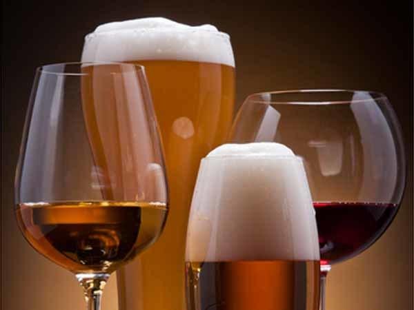 <p> Nếu bạn muốn sở hữu làn da khỏe mạnh, hãy tránh xa đồ uống có cồn.</p>