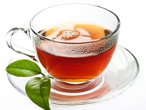"""<p class=""""Normal""""> Ai cũng biết lợi ích của trà và cà phê, nhưng các loại đồ uống này chứa axit có thể tác động tiêu cực đến thành dạ dày nếu được hấp thụ khi cơ thể đang đói. Thêm vào đó, cà phê được xếp vào danh sách những đồ uống có hại cho dạ dày vì có chứa caffeine. Tốt nhất bạn hãy dùng trà hoặc cà phê sau khi đã uống một cốc nước ấm.</p>"""