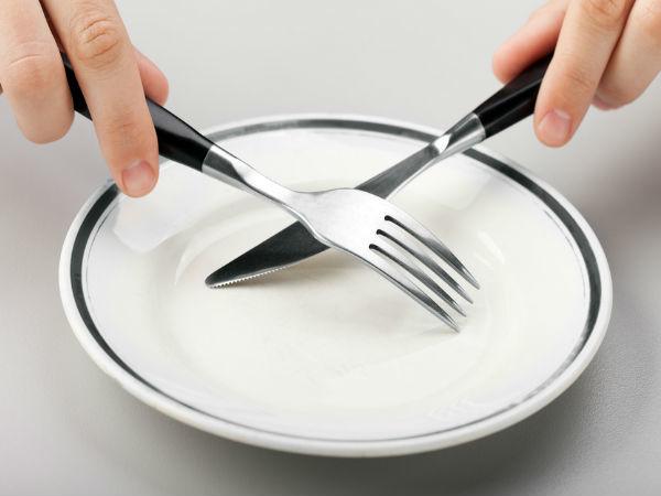 <p> Cố gắng giảm khẩu phần ăn mỗi bữa nhiều nhất có thể, nhưng tuyệt đối không nên bỏ bữa.</p>
