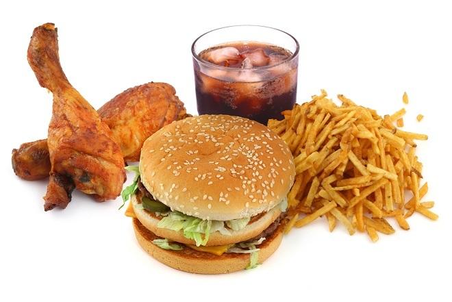 """<p> Đồ ăn vặt nên được bỏ hoàn toàn khỏi thực đơn của bạn. Chúng vừa làm tăng lượng cholesterol, vừa khiến bạn """"nặng mùi"""".</p>"""