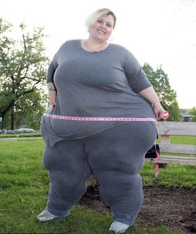 """<p class=""""Normal""""> <span>Người phụ nữ 43 tuổi này nổi tiếng trên mạng khi tự tin khoe vòng mông """"quá khổ"""" với số đo 251 cm, được cho là khủng nhất thế giới.</span></p>"""