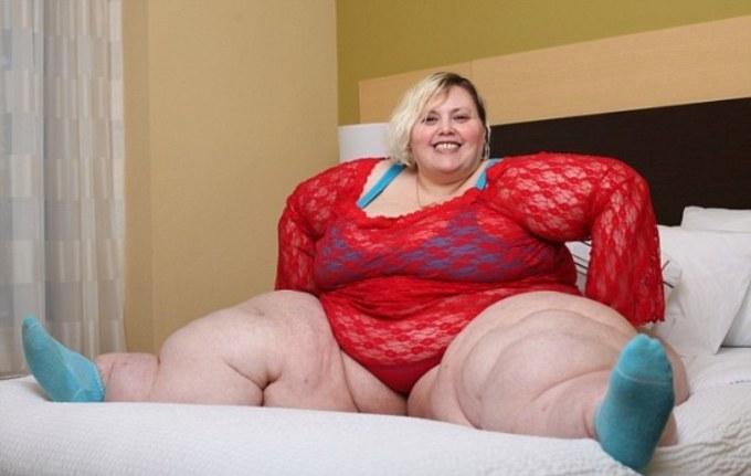 """<p class=""""Normal""""> """"Nhiều người bảo rằng tôi có cặp hông lớn là nhờ phẫu thuật thẩm mỹ. Tôi xin khẳng định rằng nó là hàng thật 100%"""", người phụ nữ chia sẻ trong một video.<span></span></p>"""