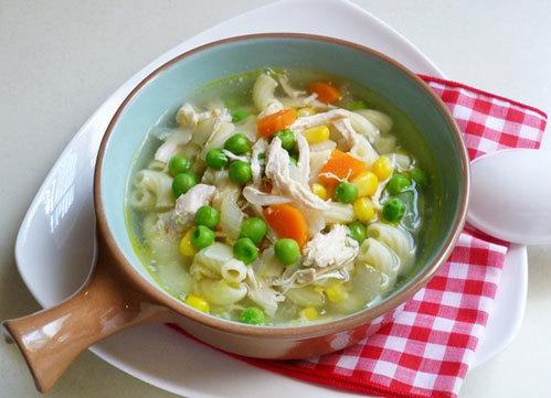 Tự làm món nui nấu thịt gà rau củ giàudinh dưỡng cho bữa sáng
