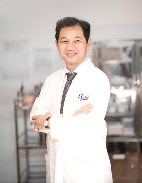 Bác sĩ Phạm Xuân Khiêm: Bơm silicon vào ngực thì dễ, lấy ra mới khó