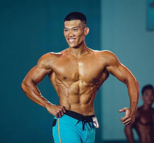 Sau 5 năm tập luyện, Nguyễn Hoàng Phúc tăng 25 kg, cao thêm 4 cm.