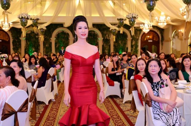 Trịnh Kim Chi lộng lẫy tỏa sáng trong Đại tiệc tri ân của Thẩm mỹ viện Rmeilan (bài xin Edit)