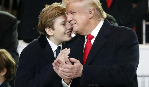 Barron bên bố, Tổng thống Mỹ Donald Trump. Ảnh: AP.