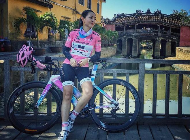 Annie tham gia Iron Man, đạp xe 90 kmtại miền Trung.