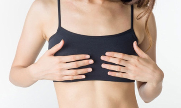 Mặc áo ngực quá chật cũng khiến vòng 1 hạn chế phát triển