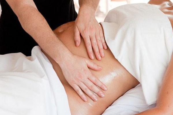 Bà bầu khi đi làm đẹp massage nên cẩn trọng và tránh lạm dụng ảnh hưởng đến sức khỏe mẹ và thai nhi.Ảnh: VT