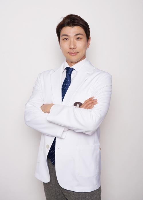 Bác sĩ Jeong Jin Wook.