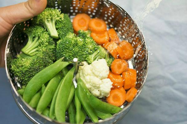 Chất xơ có nhiều trong rau xanh, củ quả. Ảnh: WLC