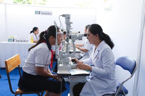 Với sứ mệnh chăm sóchàng triệu đôi mắt Việt, Công ty Rohto-Mentholatum Việt Nam tiếp tục phối hợp với các bệnh viện mắt uy tín trong nước tổ chức chương trình Chăm sóc mắt cộng đồng lần thứ 13 - Vì đôi mắt là vô giá.
