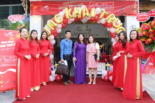 Nhiều khách mời và khách hàng đã đến tham dự buổi lễ khai trương của Thẩm mỹ viện Ngọc Diệp