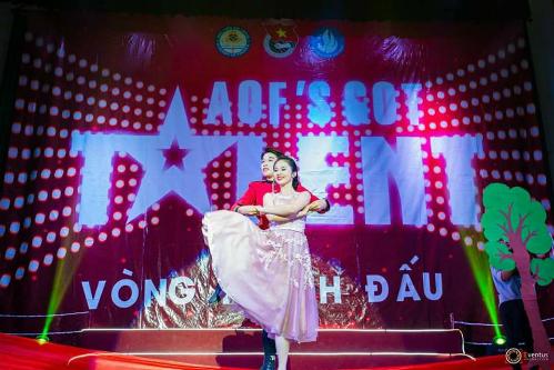 Phương Linh và bạn diễn trong vòng thi đấu AOFS Got talent. Ảnh: PL