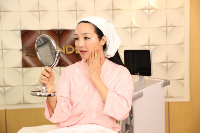 Gương mặt thon gọn, làn da căng bóng của Hoa hậu Giáng My sau 45 phút thực hiện Thermage FLX.