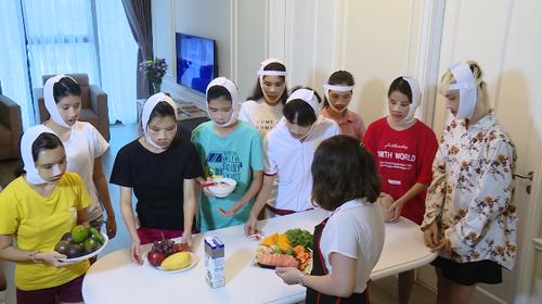 Các thí sinh Hành trình lột xác cùng chuẩn bị bữa ăn