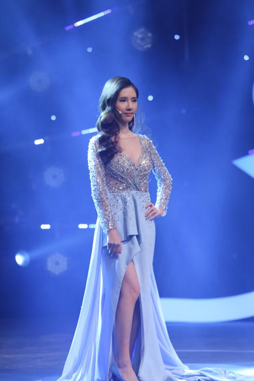 Gương mặt ấn tượng cùng thần thái tự tin của Phan Thị May trong đêm Gala Hành trình lột xác 2018.