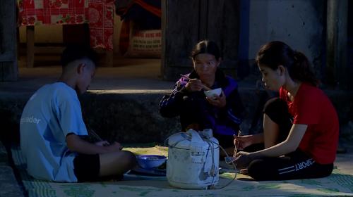 Từ nhỏ, Cao Thị Lan sống tại làng trẻ SOS từ năm 6 tuổi, cô ít về thăm gia đình.