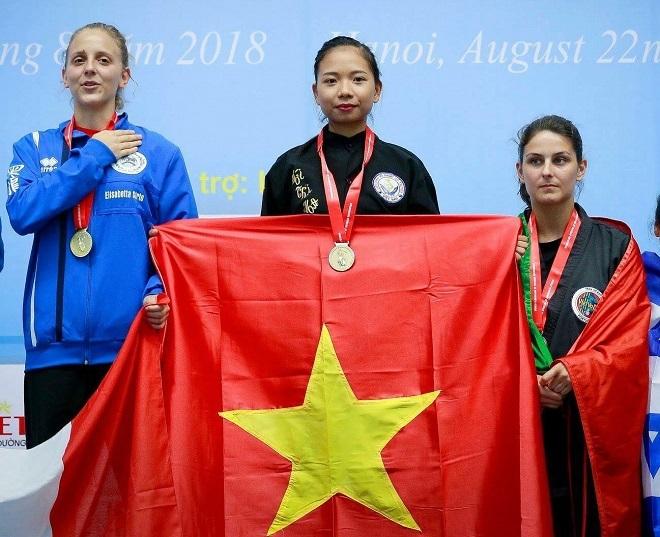 Đới Hoa nhận huy chương vàng giải vô địch thế giới võ cổ truyền 2018. Ảnh: Nhân vật cung cấp