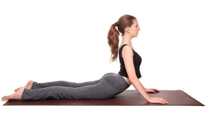 Tư thế rắn hổ mang. Ảnh:Yoga Journal