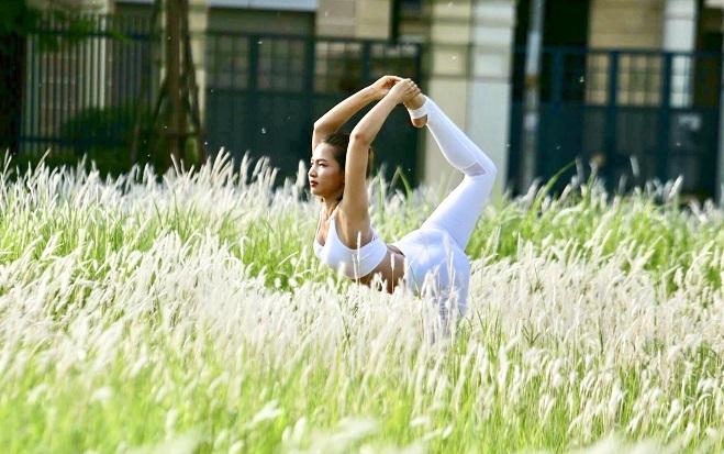 Khi tập yoga, quan trọng nhất là quá trình, chị Dương nói. Ảnh: Thùy An