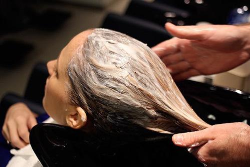Bạn nên chọn loại dầu xả hợp với loại tóc của mình (dành riêng cho tóc khô, tóc nhờn hay da đầu nhạy cảm...).