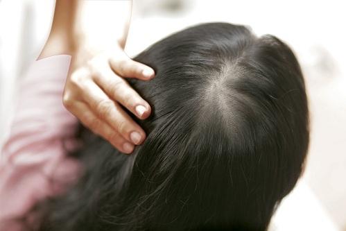 Dưỡng chất từ các loại mặt nạ dưỡng tóc giúp phục hồi mái tóc khô xơ, chẻ ngọn.