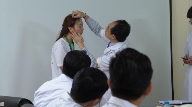 Dr Koji Kanno với vai trò là chuyên gia thuộc hội đồng chuyên môn của chương trình chương trình Tái sinh nhan sắc 2019 -