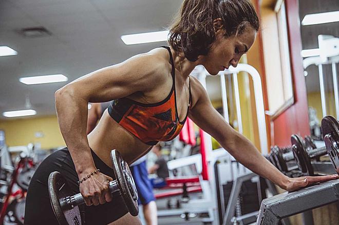 Phụ nữ tập thể thao có khả năng chịu đau tốt hơn đàn ông. Ảnh: Health