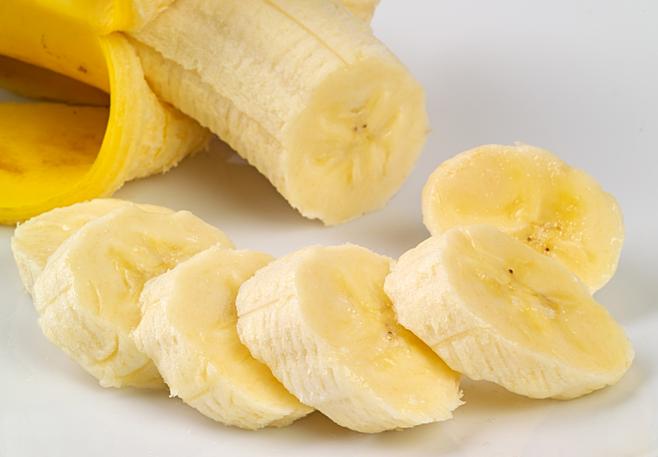 Ăn chuối trước và sau buổi tập gym để cung cấp năng lượng, hạn chế đói khi tập luyện.