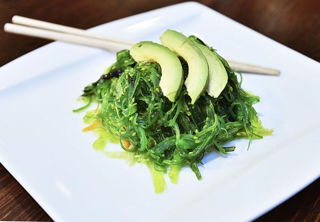 Rong biển là món ăn thường xuyên ưa thích của người Nhật, không chỉ giàu dưỡng chất còn đẹp da.