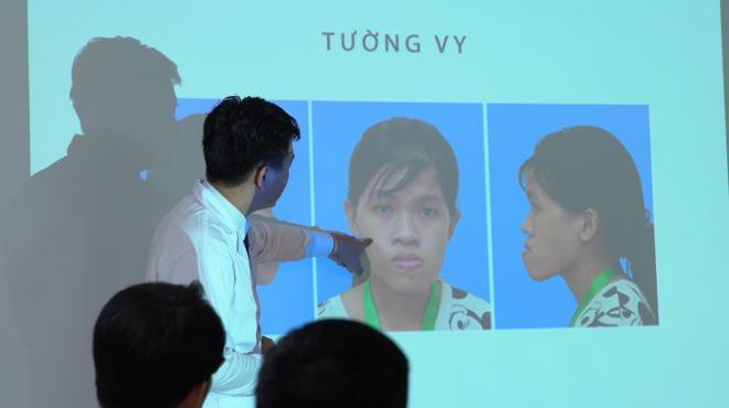 Ca phẫu thuật của Tường Vy diễn ra hơn 12 tiếng được thực hiện bởi đội ngũ bác sĩ từ Hàn -Nhật-Việt
