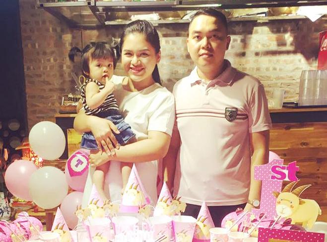 Bức ảnh chụp của Hải Hoàn và chồng trong sinh nhật con gái. Khi đó, cô nặng 81 kg. Ảnh: Nhân vật cung cấp