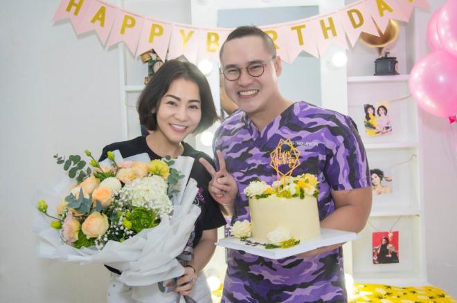 Mãi mãi tuổi 18 là lời chúc Minh Trị dành cho Thu Minh. Nữ ca sĩ bất ngờ trước màn chúc mừng sinh nhật đặc biệt của cậu học trò.