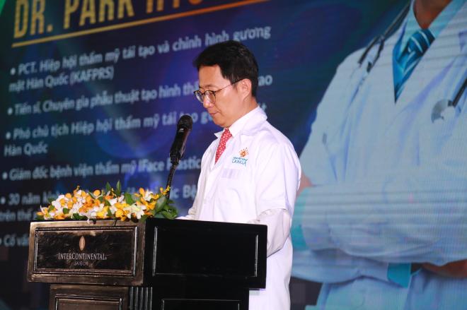 Tiến sĩ Park Hyo Jin trong Đại hội thẩm mỹ 4.0 cam kết đưa đến Việt Nam một tiêu chuẩn thẩm mỹ hàm mặt hiện đại