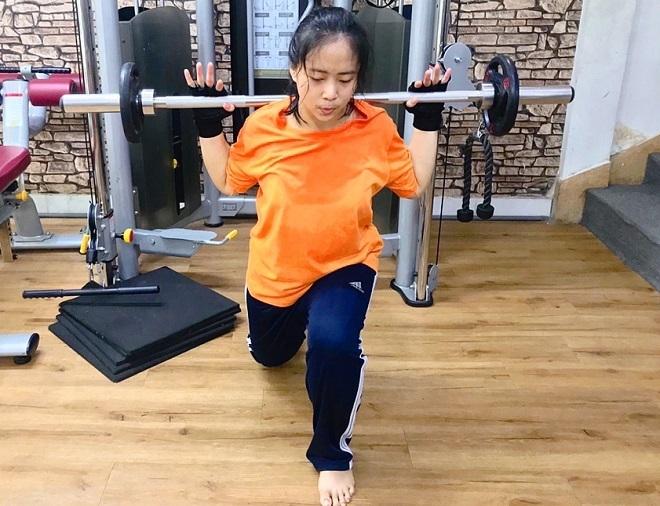 Giảm 30 kg, Dung nhanh nhẹn, năng động có thể tập trong thời gian dài, nâng mức tạ gấp 3 so với ngày đầu. Ảnh: Ngọc Hải