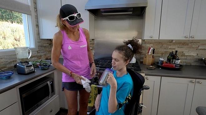 Beth James cùng Liza James tại nhà. Ảnh: Good Morning America