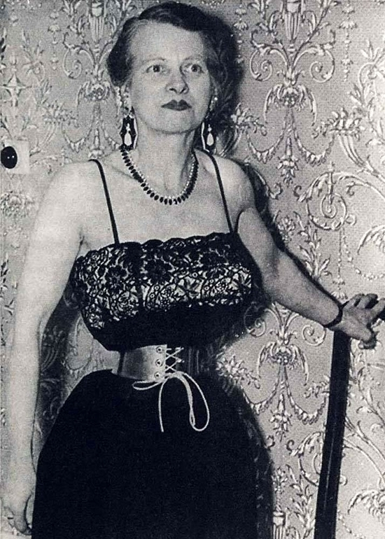 Ethel Granger sở hữu vòng eo 33 cm. Ảnh: Rasplove