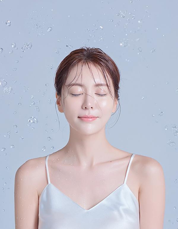 Phụ nữ nên bổ sung ít nhất 5000mg collagen mỗi ngày để giữ được vẻ đẹp tươi trẻ của làn da.