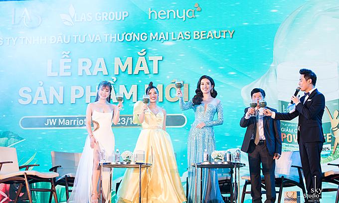 Diễn viên Quỳnh Nga - đại diện hình ảnh của sản phẩm và Á hậu Huyền My được trải nghiệm sản phẩm của công ty trong ba tuần. Họ chia sẻ hiệu quả sản phẩm cùng khách mời tại sự kiện.