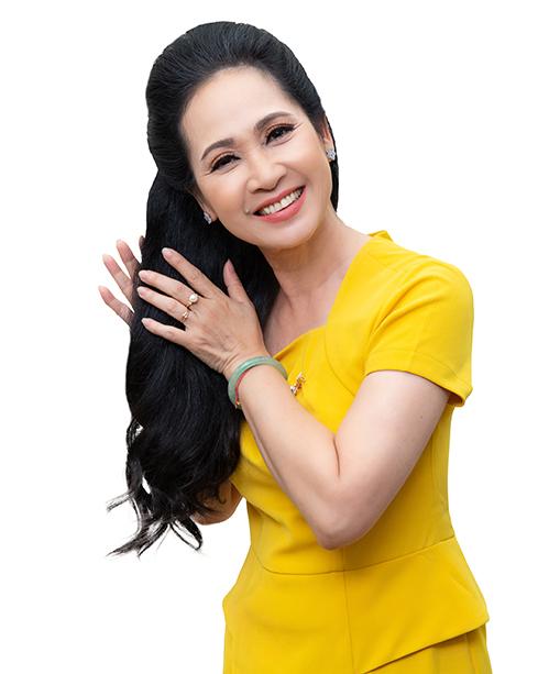 Sử dụng sản phẩm chăm sóc tóc được sản xuất theo quy trình công nghệ Nhật Bản để có mái tóc dày, bóng khỏe và giảm rụng rõ rệt.