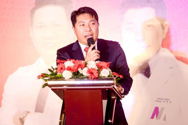 Bác sĩ Cha Jeongho - Viện trưởng Bệnh viện Thẩm mỹ Mina.