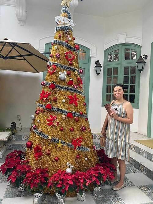 Khách hàng bốc thăm tại chỗ, nhận quà Giáng sinh tại Viện thẩm mỹ Khơ Thị.
