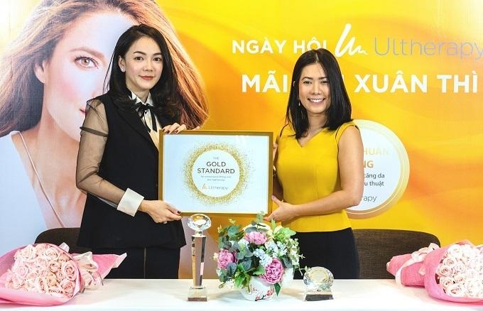 Bà Lê Ngọc Lam Quỳnh - Tổng giám đốc Viện thẩm mỹ Oracle Việt Nam và bà Ruamporn Thanomsab - Đại diện Merz Asia Pacific RO tại Việt Nam.
