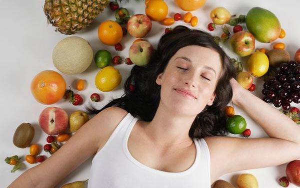 Một chế độ dinh dưỡng khoa học và ngủ đủ giấc sẽ không chỉ giúp cơ thể khỏe mạnh mà còn có làn da tươi trẻ.