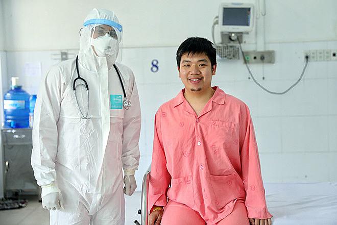 Bệnh nhân Li Zichao đã được đội ngũ y bác sĩ Bệnh viện Chợ Rẫy điều trị thành công, sẽ được xuất viện ngày 4/2. Ảnh: Hữu Khoa