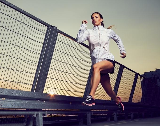 Để đạt hiệu quả trong ngày thi đấu, vận động viên cần giảm khối lượng, tăng cường độ vận động trong quá trình tập luyện.