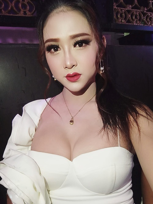 Vẻ nữ tính của Phan Kim Tiền sau ca phẫu thuật nâng ngực.